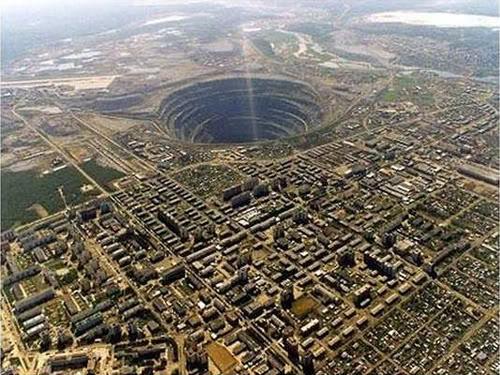 Inilah 7 Lubang Dunia Paling FANTASTIS Diamantes1if9