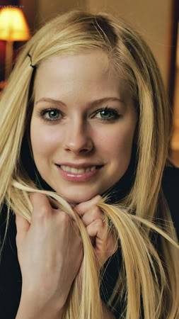 حصريـــــا  ولأول مره فى عالم النجم أحمد فتحى اكبر مكتبه صور للساحره Avril Lavigne L_30c5f08eccd7249019200bda76d99b-1