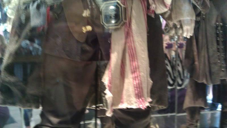 Jack Sparrow costume  on display at Hot Topic at Hollywood & Highland - Page 2 IMAG0071
