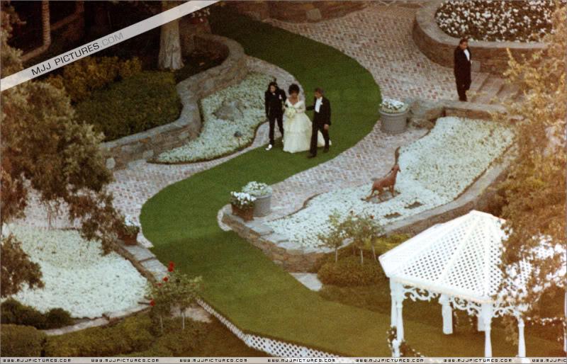 1991- Elizabeth Taylor Wedding at Neverland 001-21