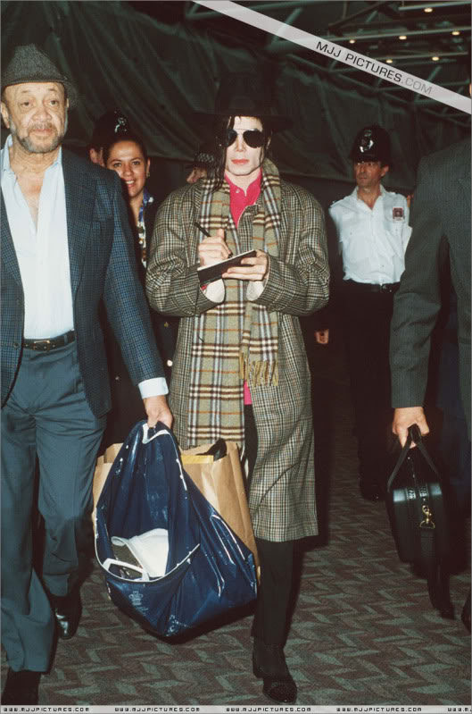 1992- Michael at the Heathrow Airport (London) 001-25