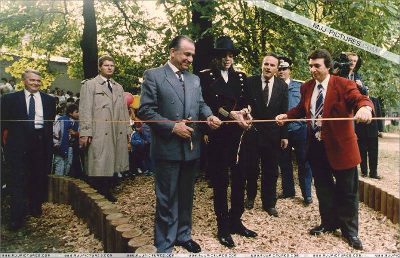 1992- Michael Visits Bucharest 001-28