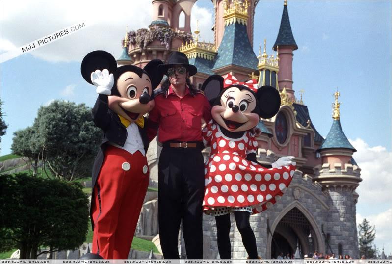 1992- Michael Visits Disneyland Paris 001-30