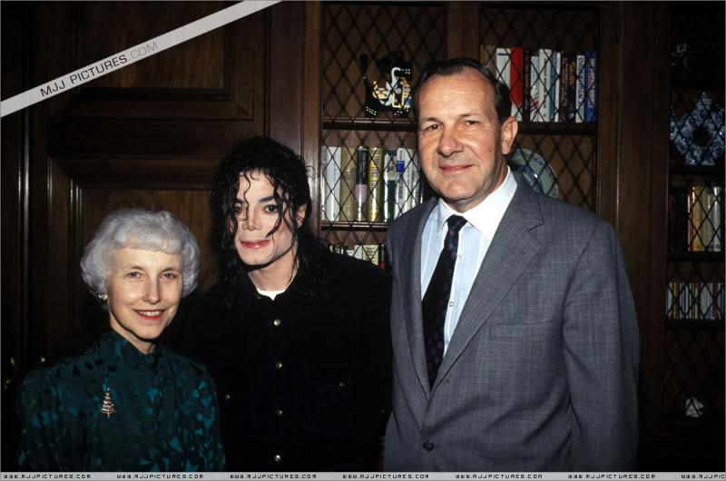 1992- Michael Visits Japan 001-31