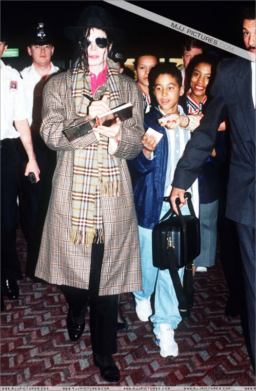 1992- Michael at the Heathrow Airport (London) 002-25