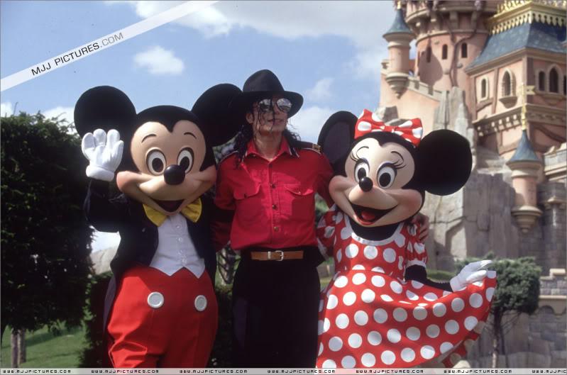 1992- Michael Visits Disneyland Paris 002-30
