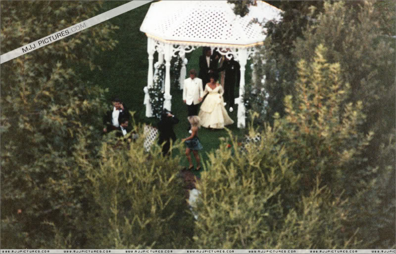 1991- Elizabeth Taylor Wedding at Neverland 003-21