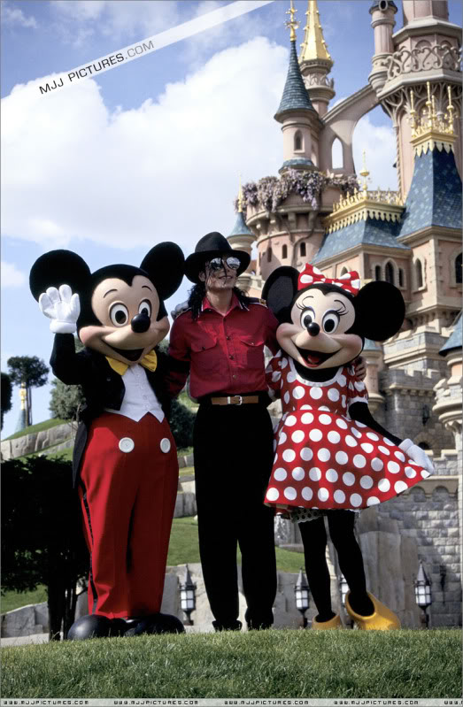 1992- Michael Visits Disneyland Paris 003-30