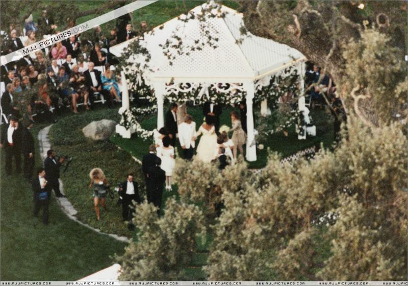 1991- Elizabeth Taylor Wedding at Neverland 004-20