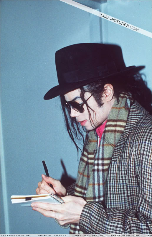 1992- Michael at the Heathrow Airport (London) 004-24