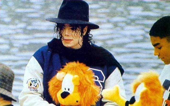 1992- Michael Visits Japan 004-30