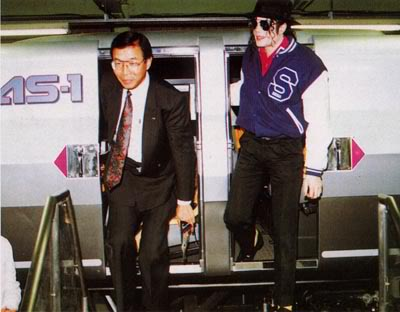 1992- Michael Visits Japan 005-28