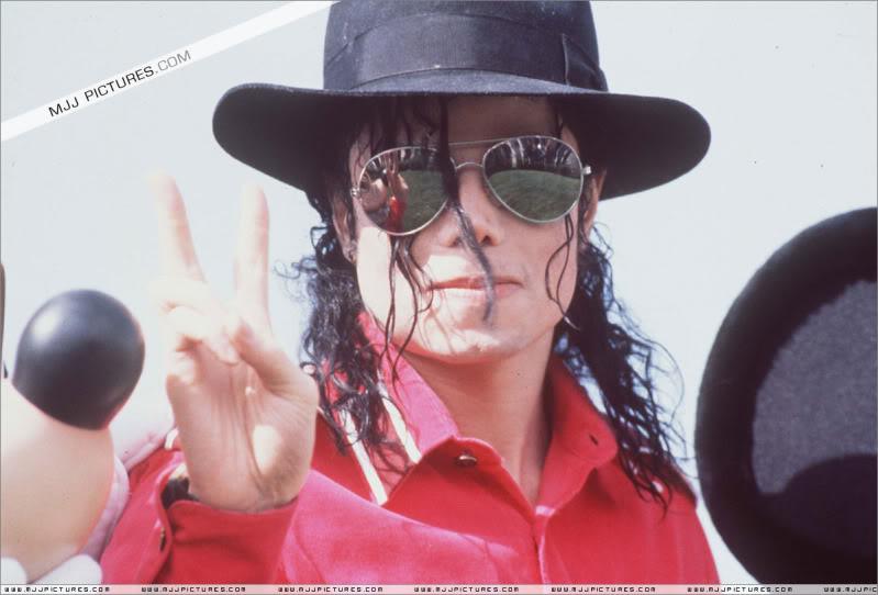 1992- Michael Visits Disneyland Paris 008-24