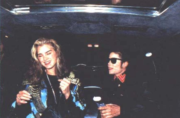 1991- Michael and Brooke Shields at The Inn Of The Seventh Ray Restaurant 010-14
