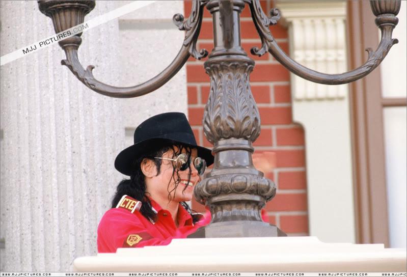 1992- Michael Visits Disneyland Paris 011-19