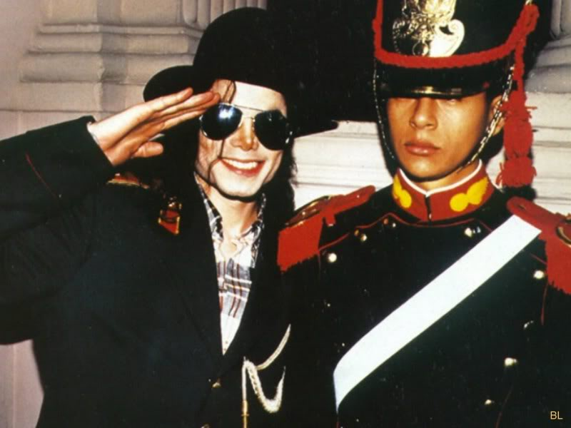 1993- Michael Visits Buenos Aires 011-23