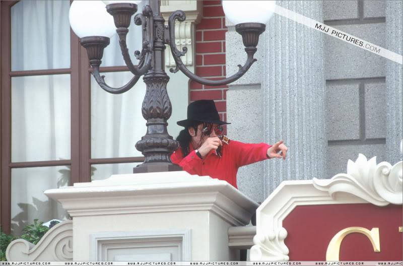 1992- Michael Visits Disneyland Paris 012-18