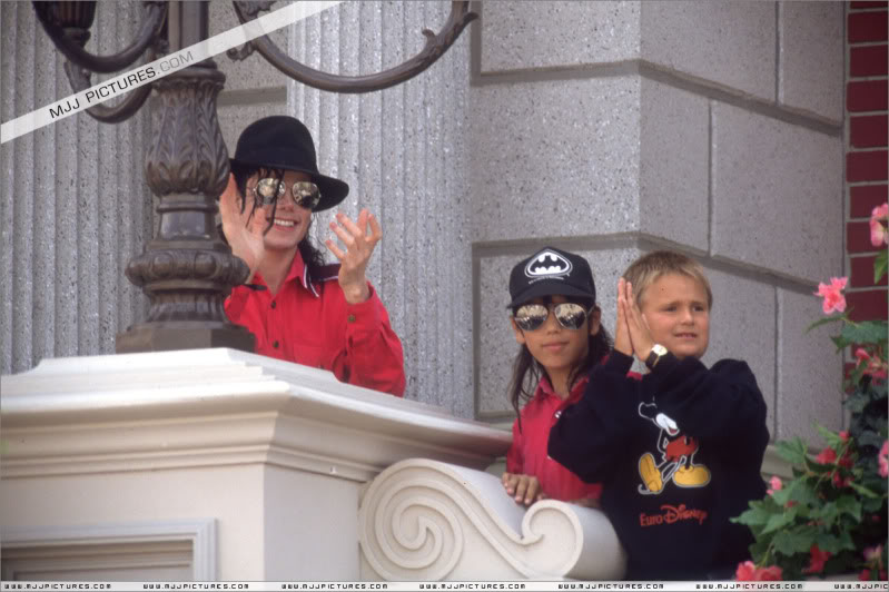 1992- Michael Visits Disneyland Paris 015-16