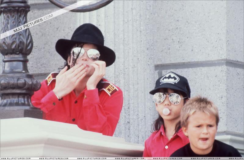 1992- Michael Visits Disneyland Paris 016-16