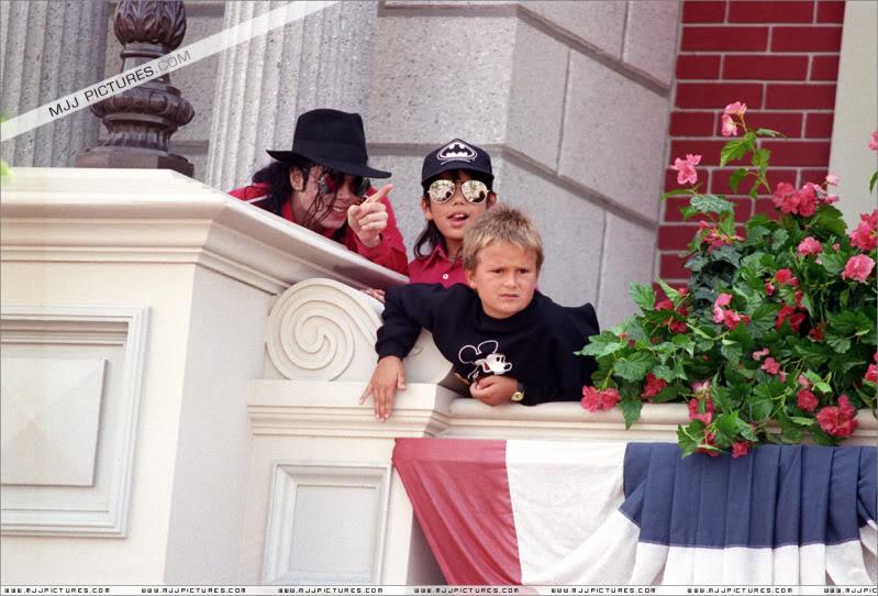 1992- Michael Visits Disneyland Paris 017-16