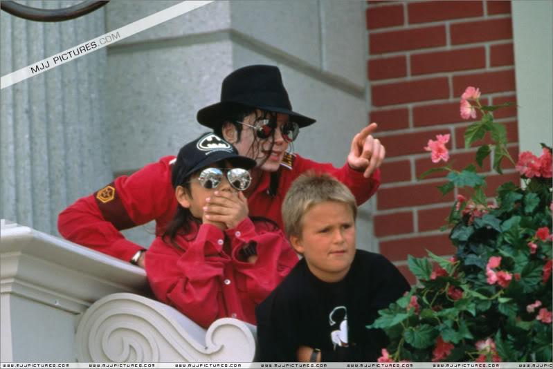 1992- Michael Visits Disneyland Paris 018-16