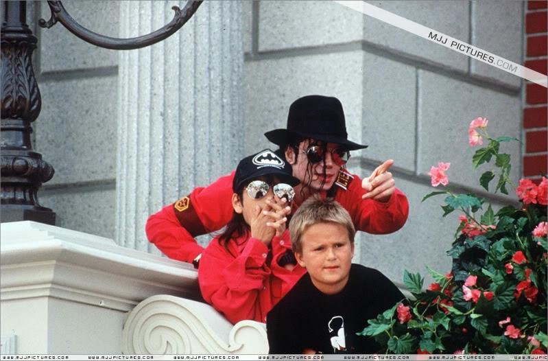1992- Michael Visits Disneyland Paris 019-16