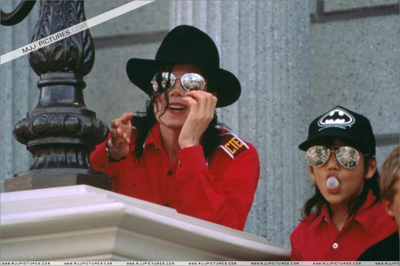 1992- Michael Visits Disneyland Paris 020-14