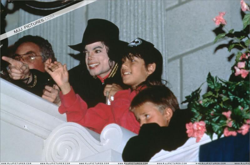 1992- Michael Visits Disneyland Paris 021-13