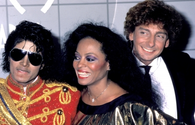 Michael's Favorite Musicians - Page 3 96736_michael-jackson-diana-ross-and-barry-manilow-pose-at-the-american-music-awards-jan-16-1984