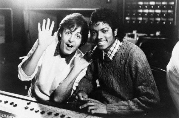 Michael's Favorite Musicians - Page 2 Paul-McCartney-and-Michael-Jackson-michael-jackson-29639059-600-398