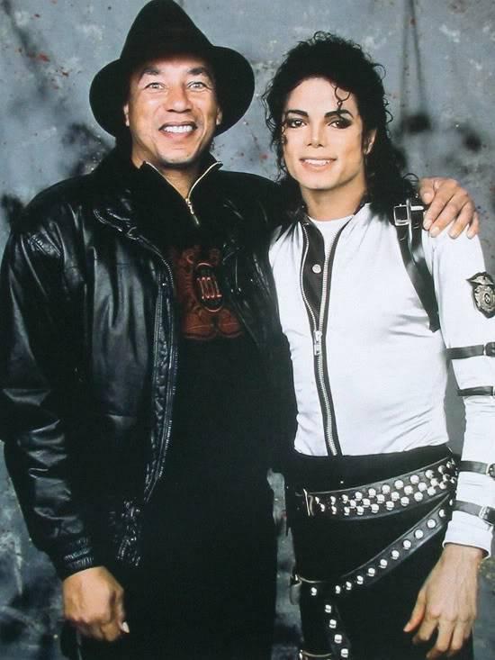 Michael's Favorite Musicians - Page 2 Smokey-Robinson-and-Michael-Jackson-michael-jackson-29533637-550-733