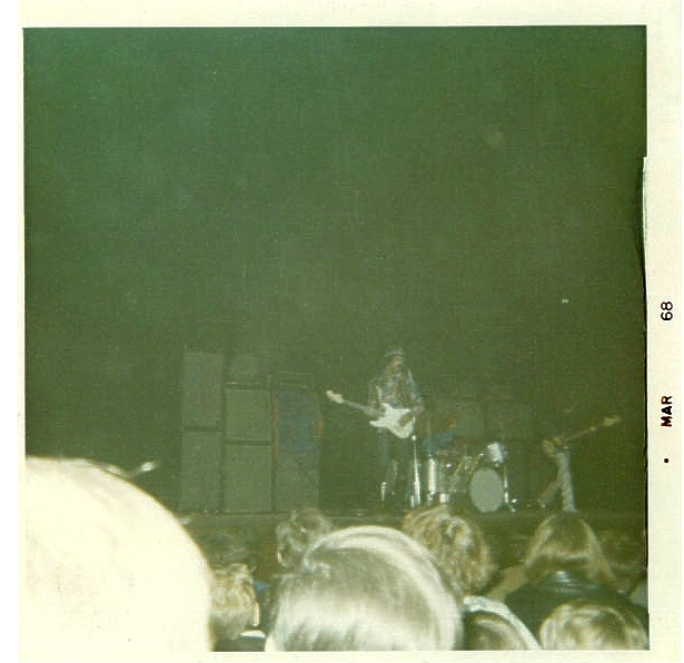 Cleveland (Public Music Hall) : 26 mars 1968 [Premier Concert] A49b12db231822d15dba580a6d046e82