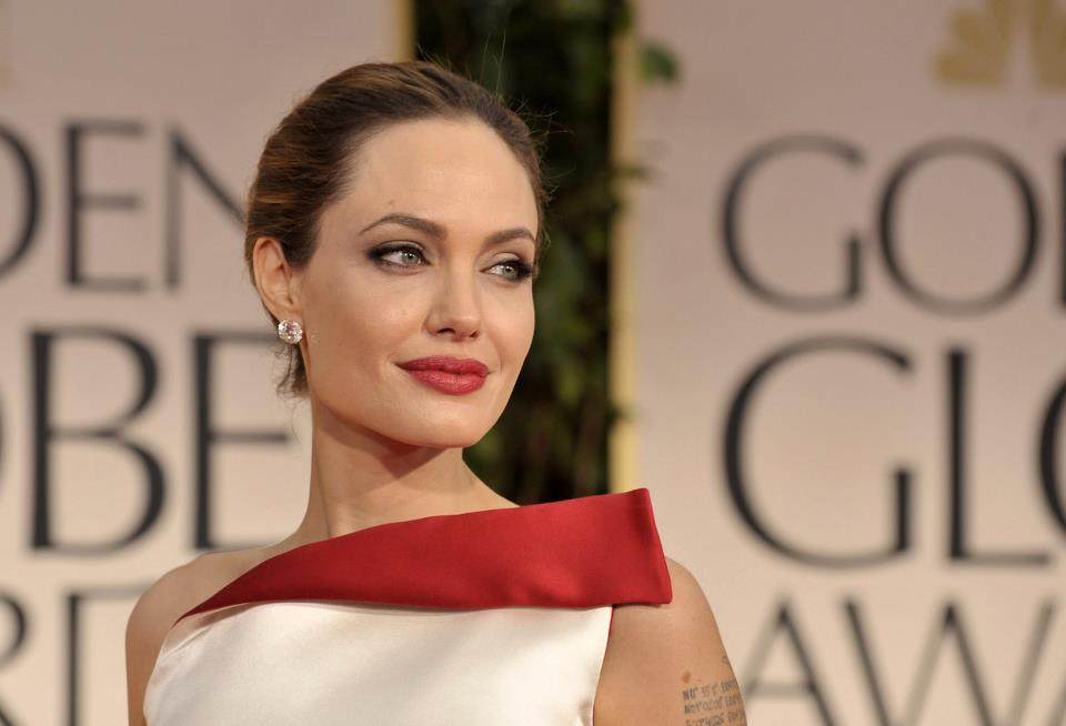 Angelina Jolie / ანჯელინა ჯოლი - Page 2 A6d2f56f4eba1656331da96ffc4fb969