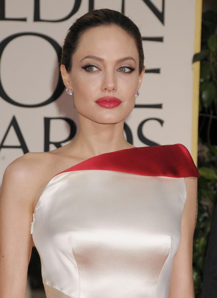 Angelina Jolie / ანჯელინა ჯოლი - Page 2 De98e6d1f5c51e2f187d675d93c11f70