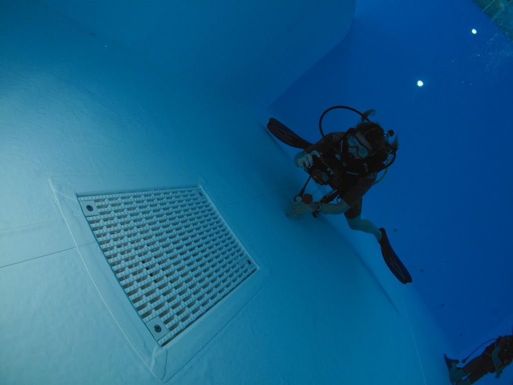 vostok - Radio-room Vostok en formation digital underwater photography IMG_4864_zps4daafda7