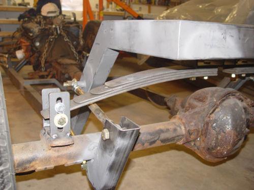 ford 47 hot rod - Página 9 500px-5-19_roller_brackets_welded_to_axle_zpsisbxj2mt