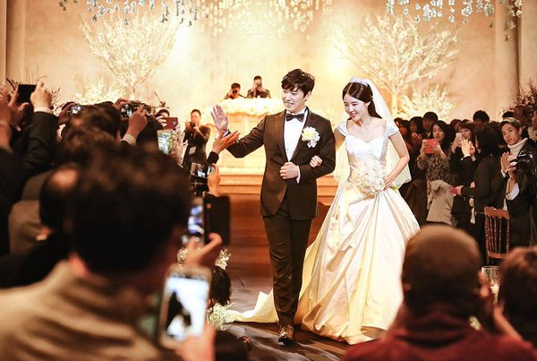 [141213] SungMin's Wedding - Página 3 160516wed11_zpsqcjho8zj