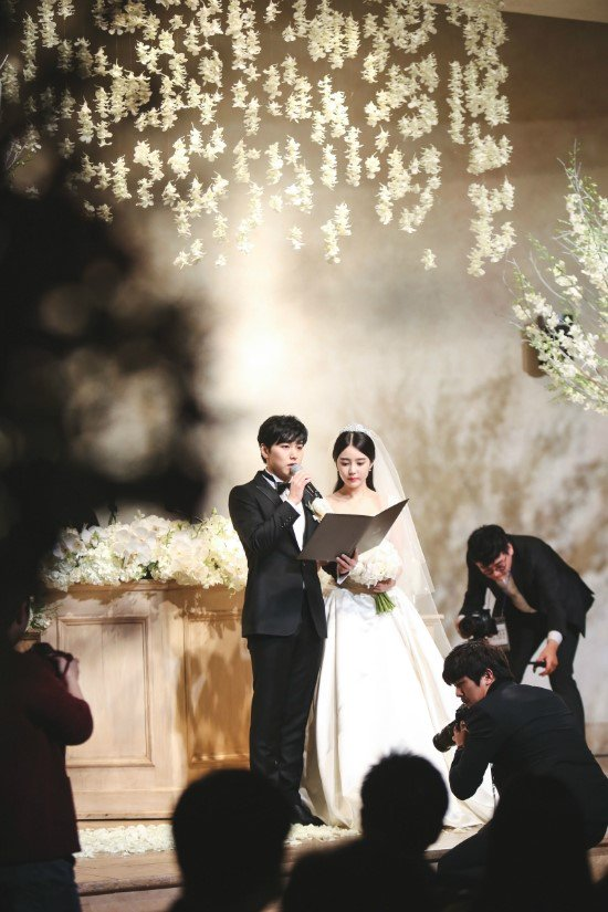 [141213] SungMin's Wedding - Página 3 160527wed00_zps5rqzbrb1