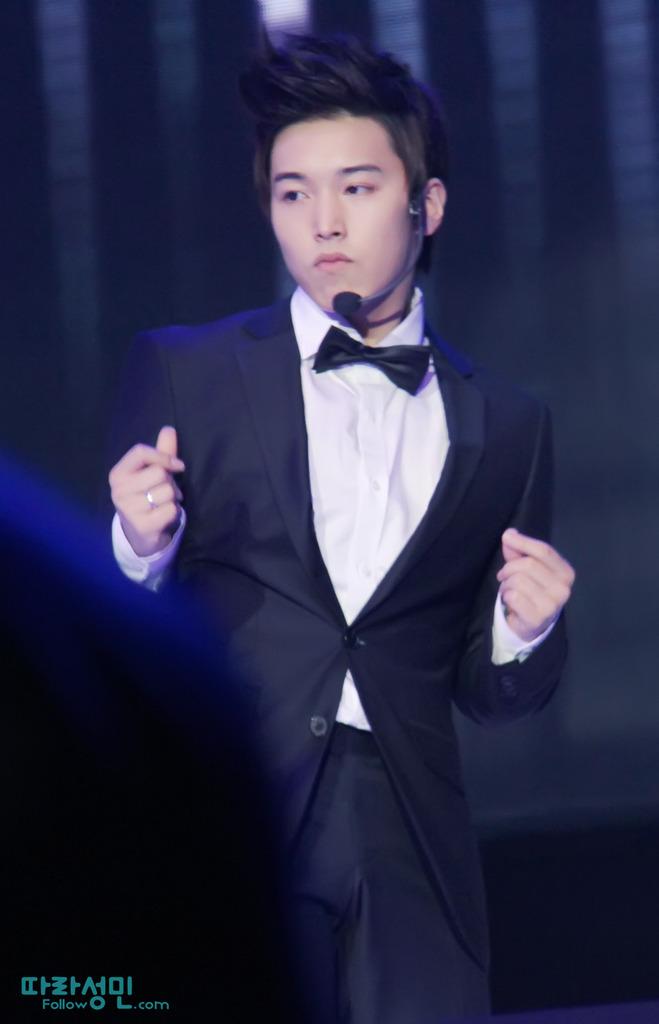 [110816] Sungmin~ Beijing Fan Meeting - Página 4 FOLLOW5_zpsycs52d43