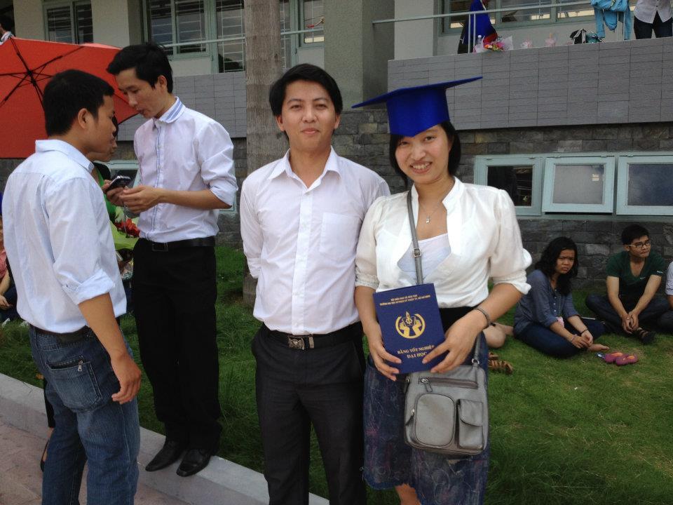 Ảnh tốt nghiệp.  182131_258163264287737_1917900953_n
