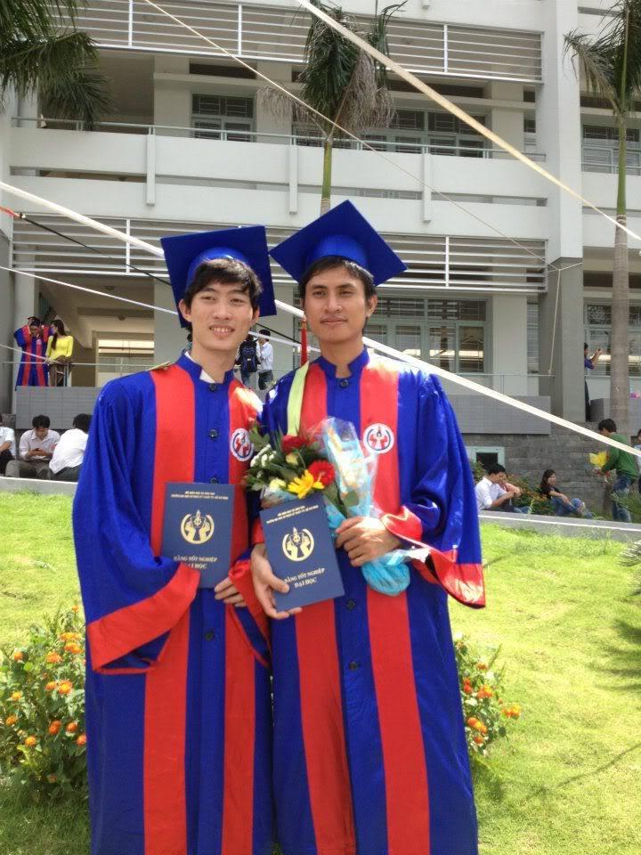 Ảnh tốt nghiệp.  196107_258163190954411_1733712748_n