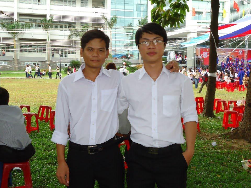 Ảnh tốt nghiệp.  205321_437918282896679_1189868730_n
