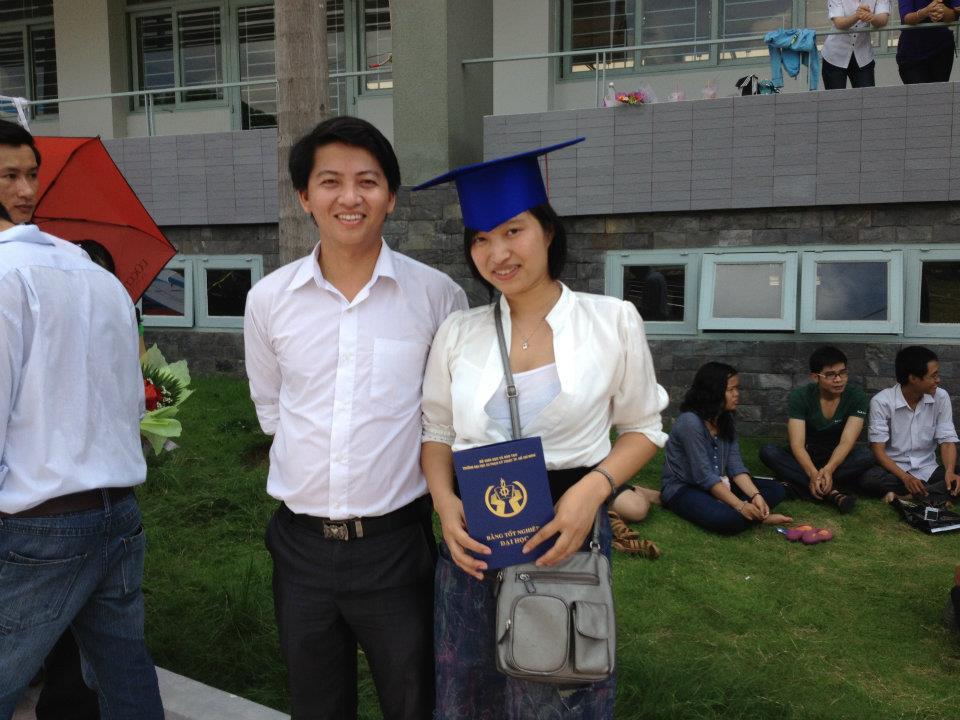 Ảnh tốt nghiệp.  208972_258163364287727_1454030835_n