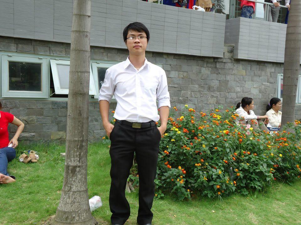 Ảnh tốt nghiệp.  481380_437917839563390_1197049409_n