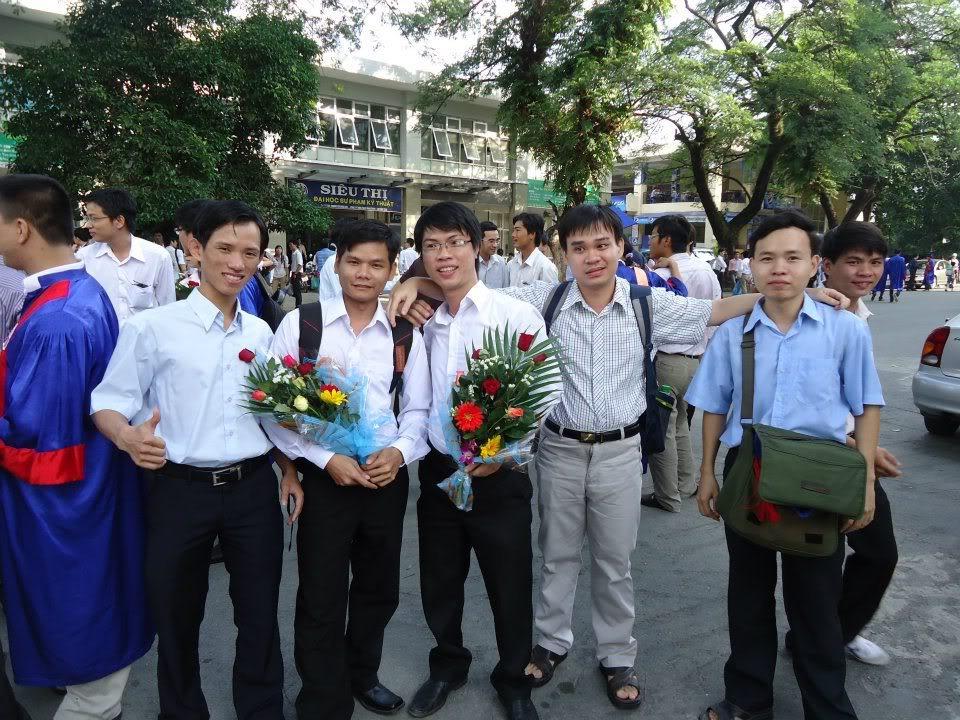 Ảnh tốt nghiệp.  527606_437917562896751_218849386_n