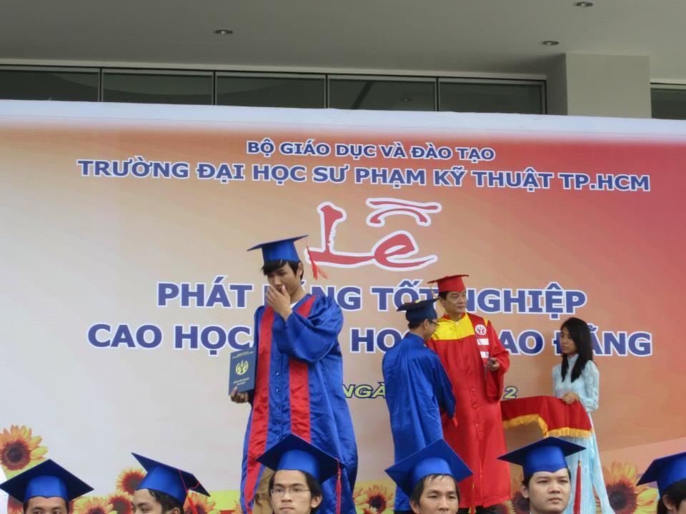 Ảnh tốt nghiệp.  532774_2200938960598_295203743_n