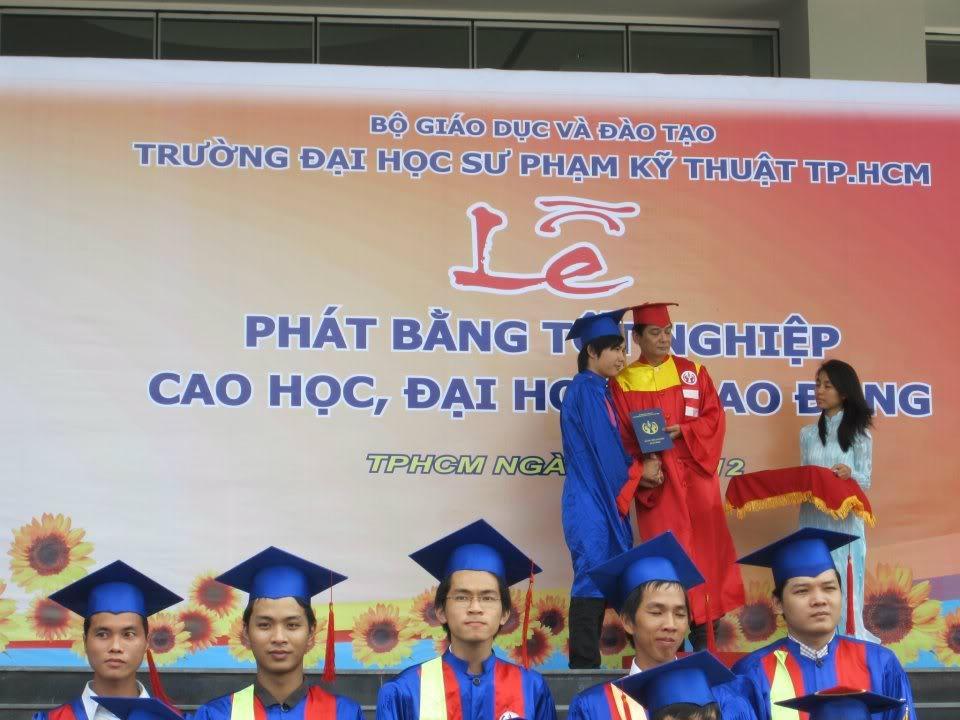 Ảnh tốt nghiệp.  533287_2200936800544_805037311_n
