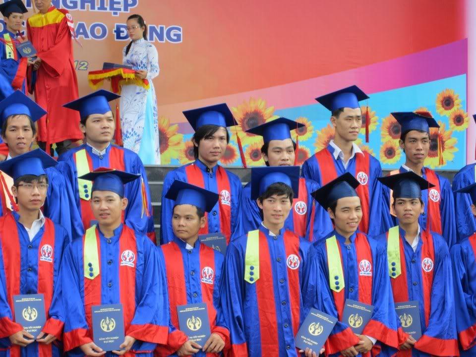 Ảnh tốt nghiệp.  538107_2200940040625_2028501060_n1