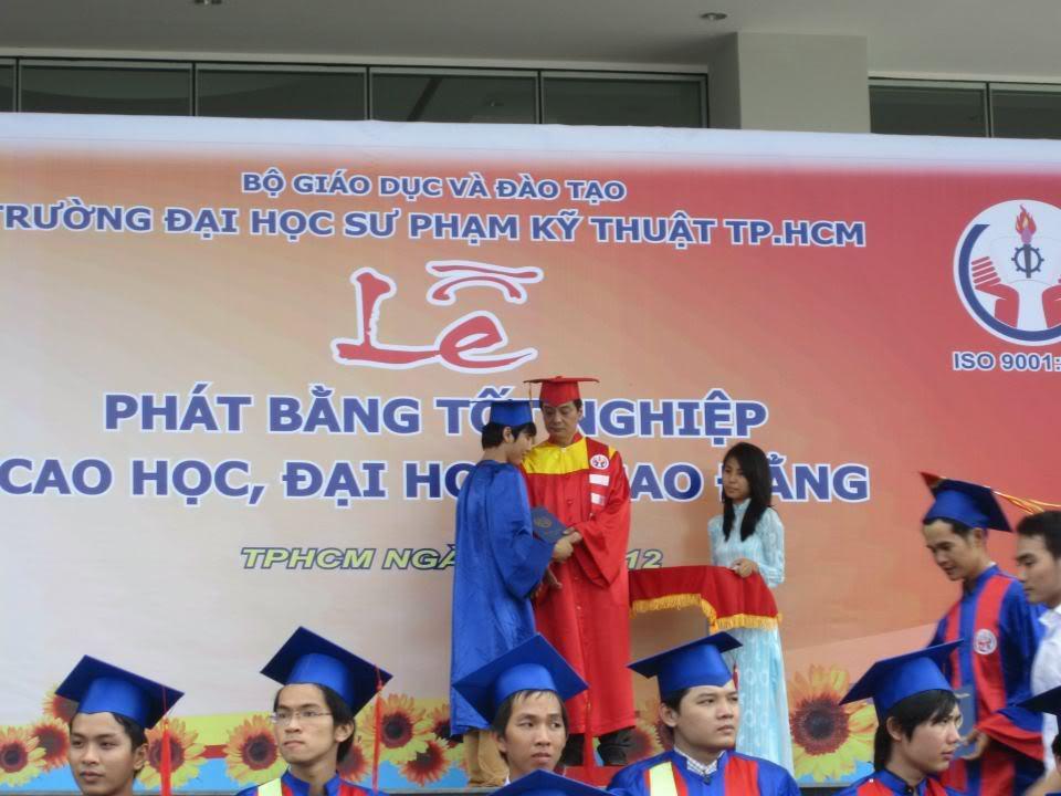 Ảnh tốt nghiệp.  545299_2200938440585_1522137183_n