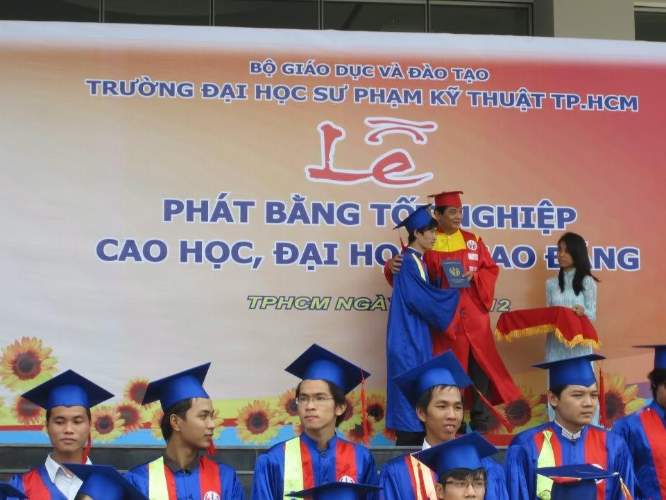 Ảnh tốt nghiệp.  550874_2200937320557_1583129810_n